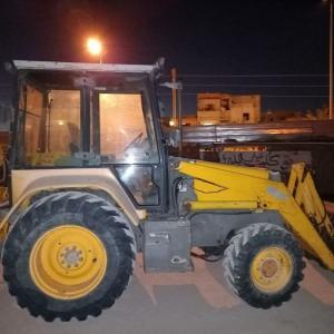 Sousse-Vehicules-Pieces-tractopelle-MF-750